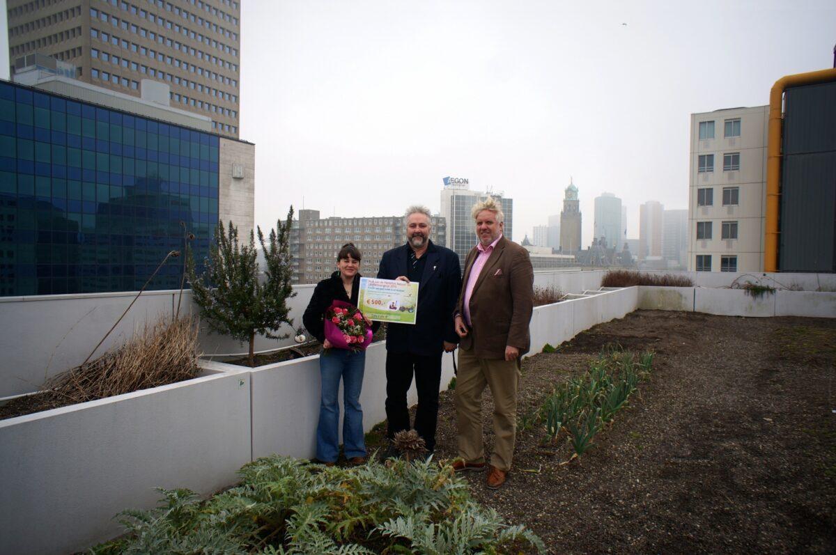 Zuid-Hollandse Pluk van de Pettefletprijs uitgereikt aan Rotterdams daktuinproject DAKENNIE