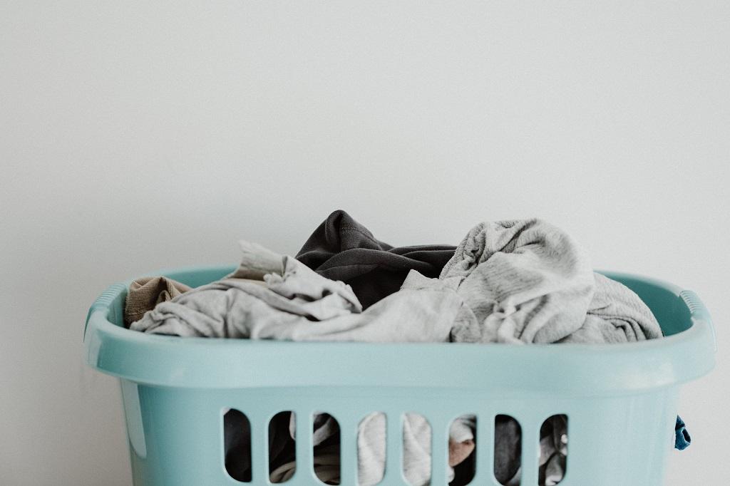 Nieuwe meetmethode microplastics uit kleding in zicht